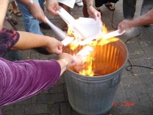 Papal bulls burning HNL 001